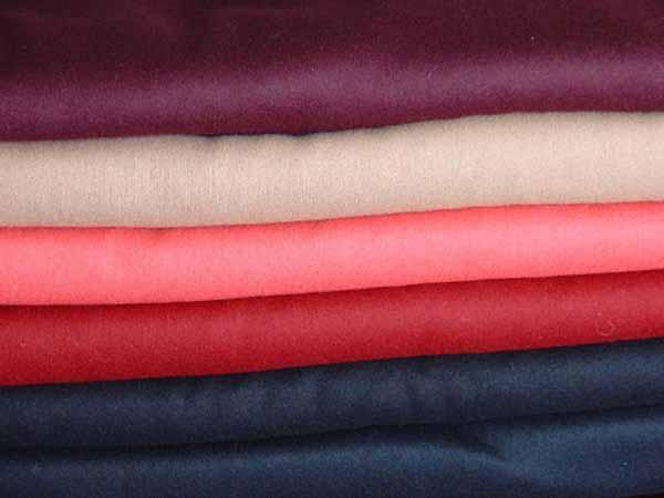 Chất Liệu Vải & Màu Sắc Quần Áo Trẻ Em Phù Hợp Trong Mùa Hè