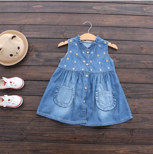 Đầm Jean Cho Bé Gái Vào Những Ngày Hè Năng Động