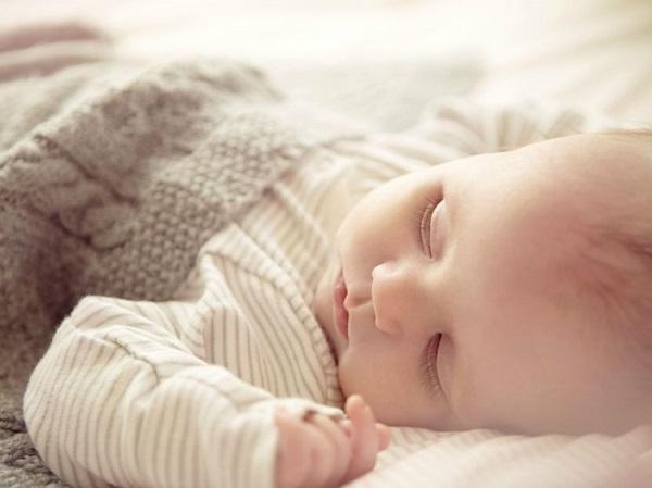 Chia Sẻ Kinh Nghiệm Rèn Trẻ Sơ Sinh Ngủ Ngoan Cả Đêm Không Khóc