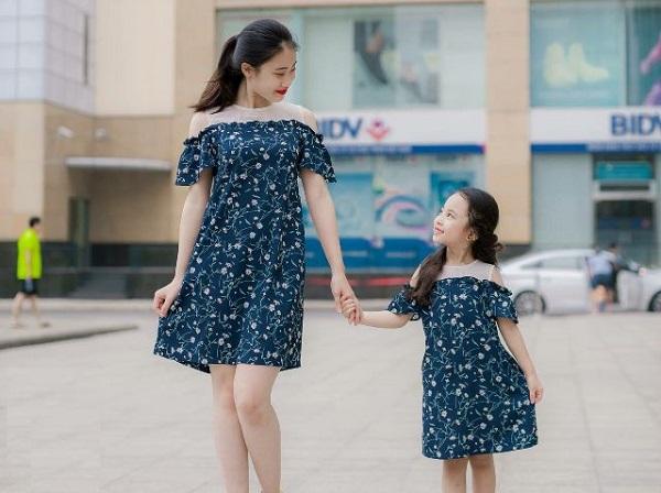 Thời Trang Mẹ Và Bé Gái Giống Nhau Dễ Dàng Cho Bạn Lựa Chọn
