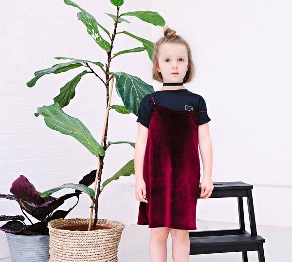 Tông Màu Huyết Dụ Đột Phá Phong Cách Đầm Bé Gái Xuất Khẩu