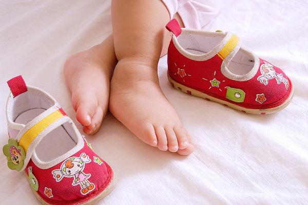Hướng Dẫn Cách Đo Size Giày Chuẩn Cho Bé Trước Khi Mua